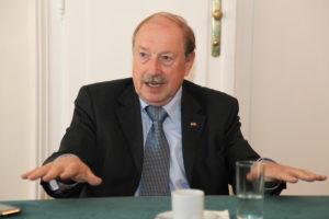 Dr. Hugo Eberhardt